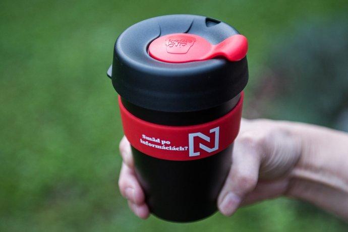 Prenosný pohár N, ktorý sa naozaj nevyleje (340 ml)