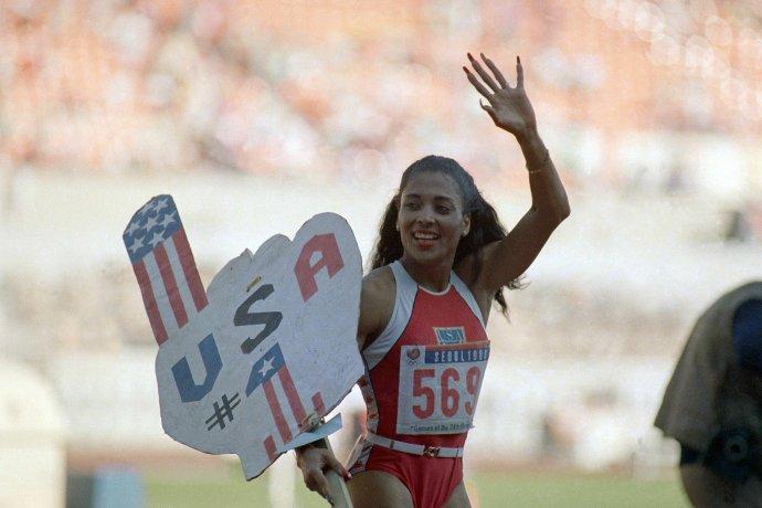 Florence Griffithová-Joynerová po svetovom rekorde na olympiáde v Soule. Foto - TASR/AP