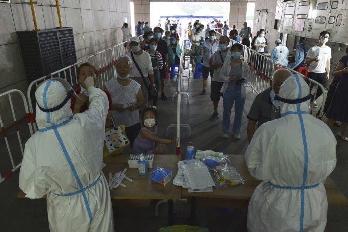 Plošné testovanie v Nankingu. Foto – TASR/AP