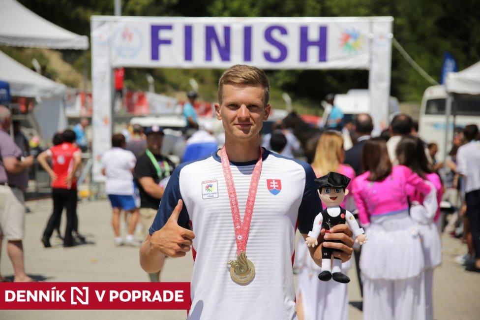 Adrián Babič a jeho zlatá medaila na deaflympiáde. Foto – deaflympic.sk