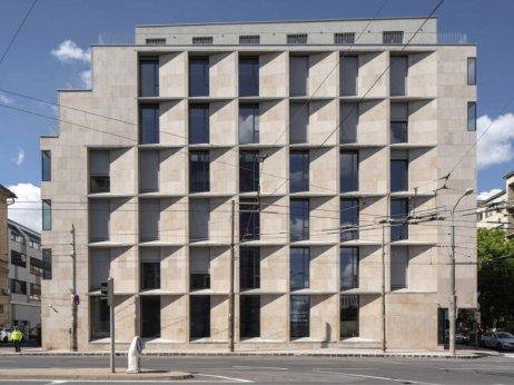 """Polyfunkčný dom """"The Corner"""" v Bratislave (architekti Martin Kusý II., Pavol Paňák a Mária Michalič-Kusá). Foto – Tomáš Manina"""