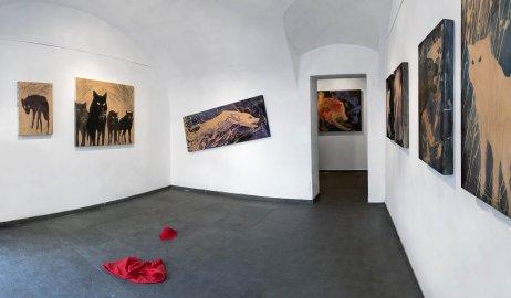 Pohľadna inštaláciuRotkäppchen,AA Collection Gallery, Viedeň, 2014. Foto – Richard Kučera Guzmán