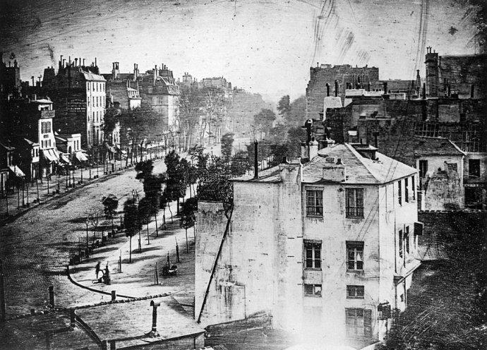 Fotografia z roku 1838, na ktorej je prvýkrát zaznamenaná ľudská postava. Foto - Wikipédia