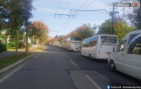 Neohlásený protest autobusárov v centre Bratislavy. Foto – Polícia SR