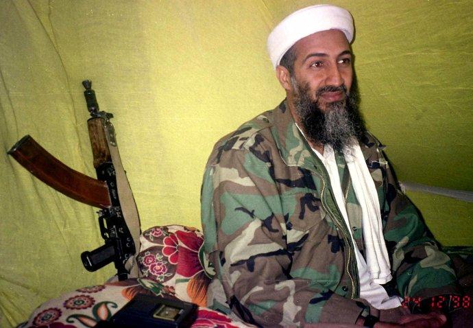 Usáma bin Ládin na snímke z roku 1998. Vtedy ešte nebol presvedčený o pláne útoku lietadlami. Foto - tasr/ap