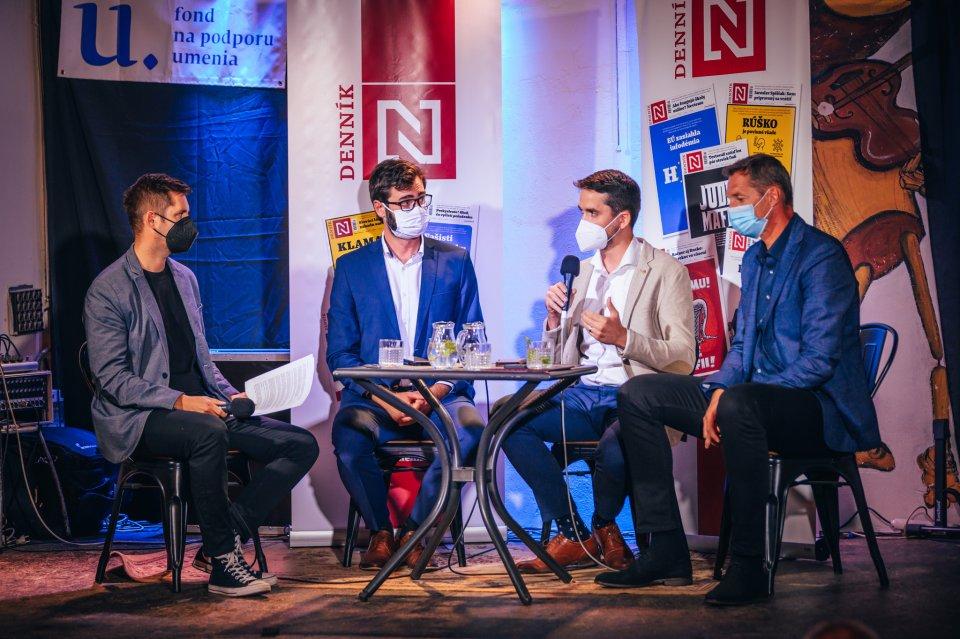 Diskusia Denníka N v Brezne. Foto N – Peter Kováč