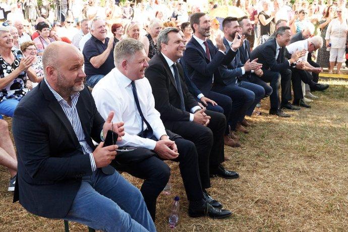Robert Fico a Andrej Danko v júli na Branči pri oslavách sviatku sv. Cyrila a Metoda. Foto - FB Smeru