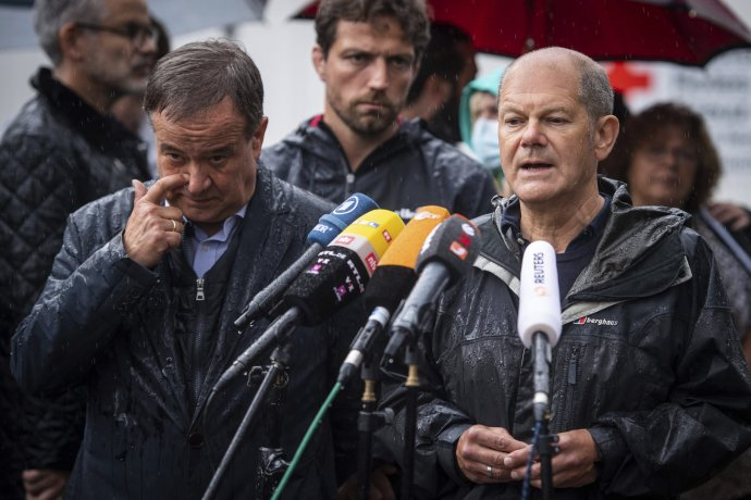 Armin Laschet a Olaf Scholz. Foto - TASR/AP