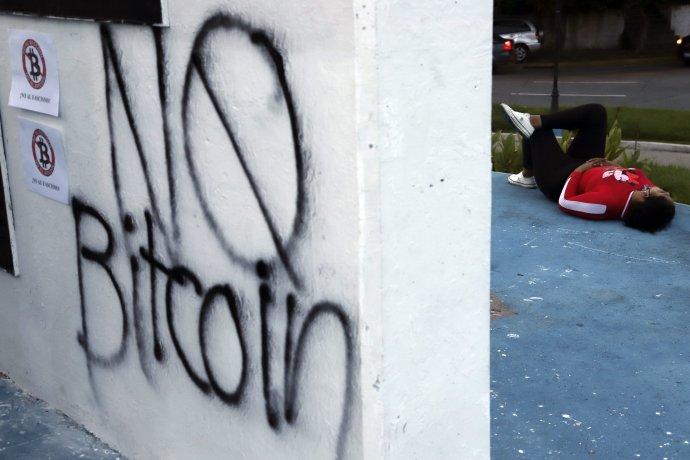 Nie bitcoinu, hlásali protivládne protesty v San Salvadore. Foto - TASR