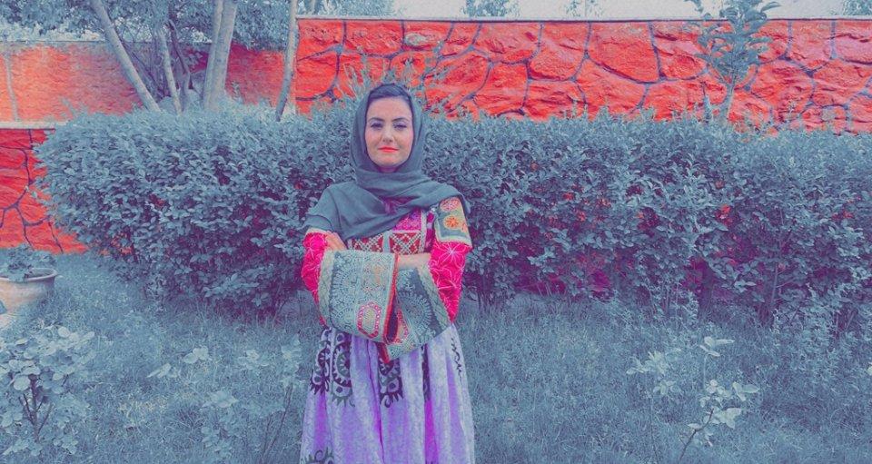 Kahkashan Koofiová v tradičných afganských šatách. Foto: Archív Kahkashan Koofiovej