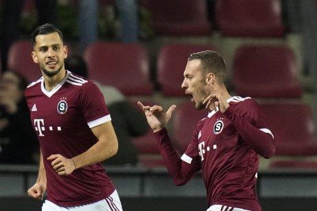 Slovenskí futbalisti Sparty Dávid Hancko a Lukáš Haraslín. Foto TASR/AP
