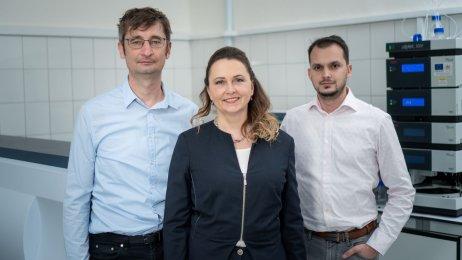 Vedenie firmy Glycanostics Ján Tkáč, Eva Kováčová a Tomáš Bertók. Foto – archív firmy Glycanostics