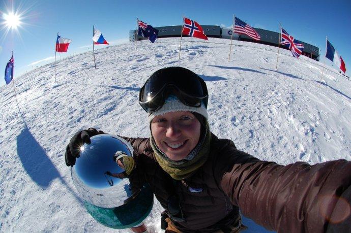 Fotografia výskumníčky Christiny Schultz na Južnom póle. Ilustračná snímka - NOAA