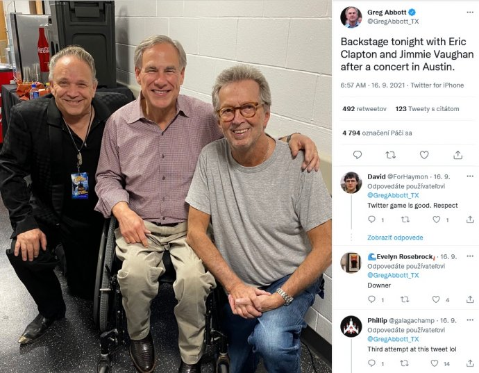 Eric Clapton (vpravo) s republikánskym guvernérom Texasu Gregom Abbottom a hudobníkom Jimiem Vaughanom.