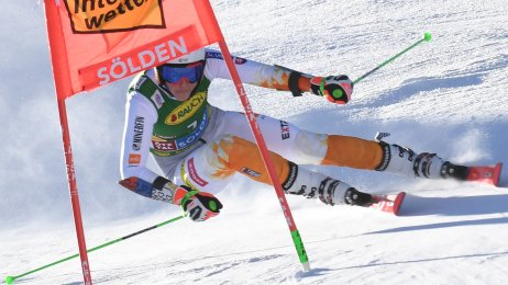 Petra Vlhová v 1. kole obrovského slalomu v Söldene. Foto – TASR/Martin Baumann